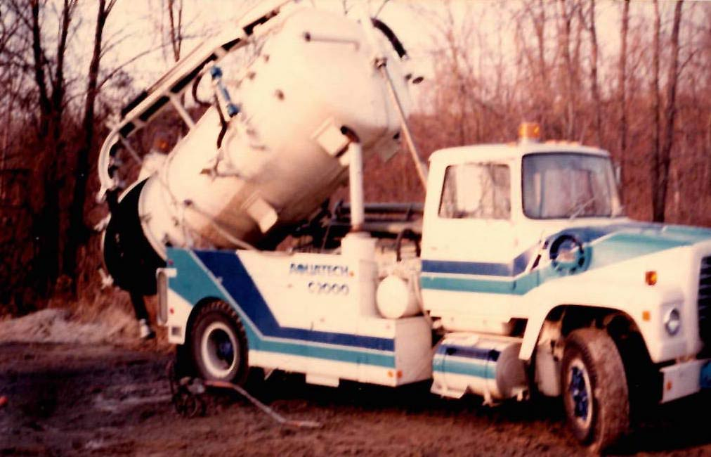 1979 Aquatech C2000 Dumping